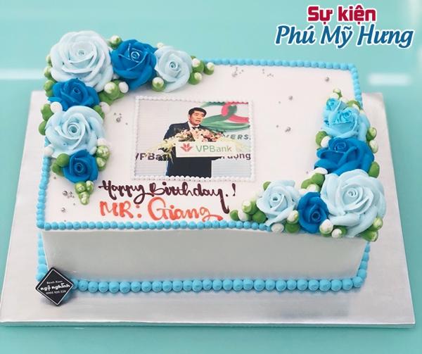 Hình ảnh bánh sinh nhật in hình màu xanh