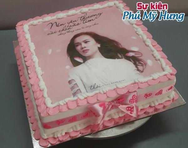 Bánh sinh nhật in hình màu hồng